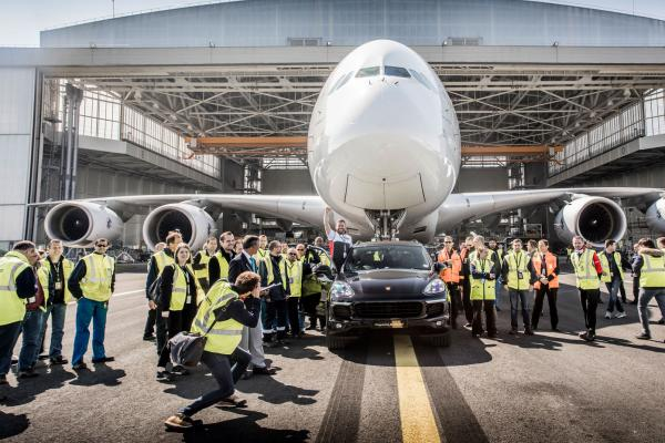 Porsche-Cayenne-pulls-Airbus-A380-to-clinch-new-world-record.jpg